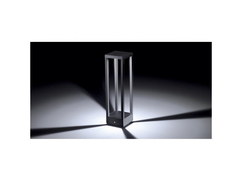 Floor lamp in painted aluminium with led .