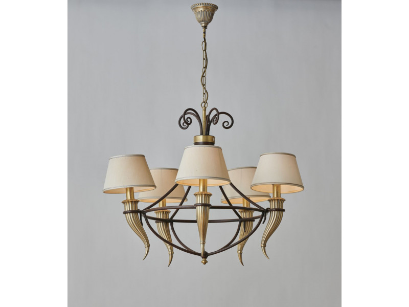 Classic italian chandelier in iron and cast brass decor with 5 lights.